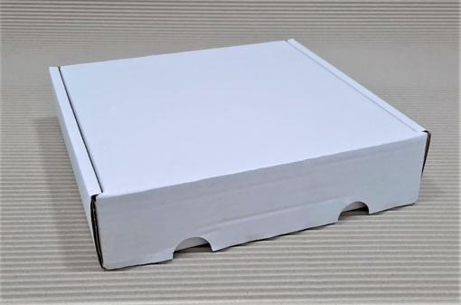 """תמונה של קרטון מבלט מידות אורך 27.5 רוחב 24.5 גובה 6 ס""""מ חום או לבן"""